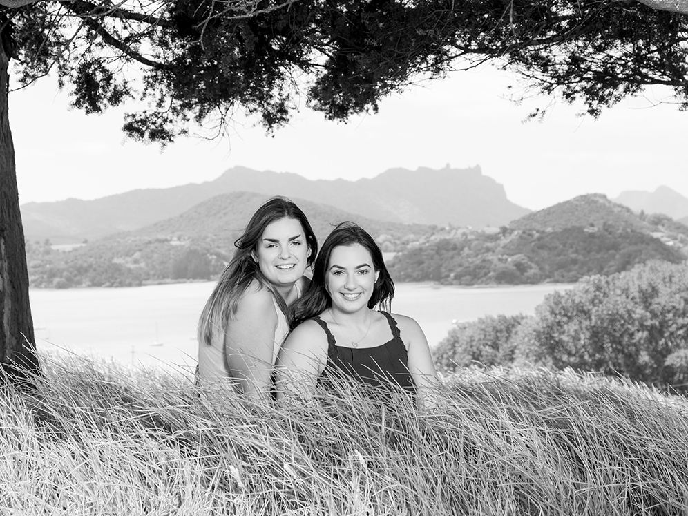 Sisters with manaia_01-19-5432-Edit